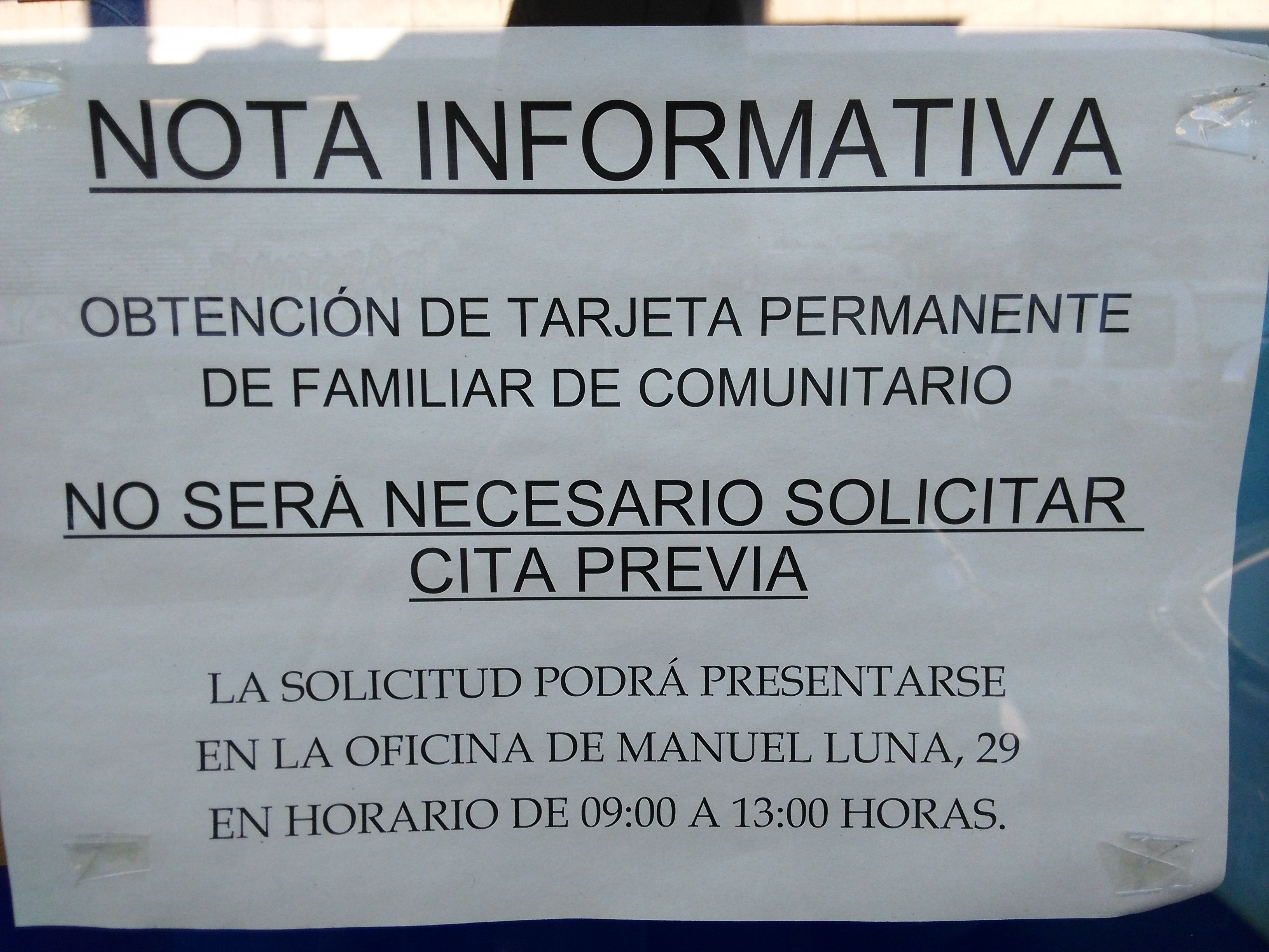 Avisos colgados en la oficina de extranjer a de legan s for Oficina de correos horario